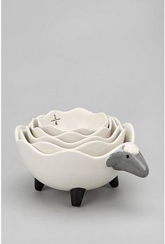 Look at that fluffy sheep. It's so fluffy I'm gonna die!! Okay it's not really fluffy, but SHEEP MEASURING CUPS!