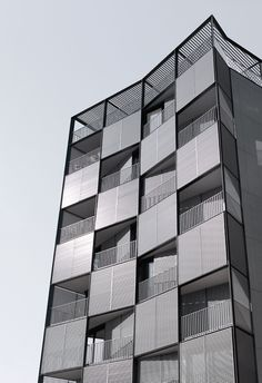 OAB – Ferrater & Asociados, Aleix Bagué, Lucia Ferrater, Xavier Martí Galí · Edificio en Plaza Lesseps · Divisare