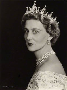 a three-quarters face close up of Marina in the festoon tiara, which features seven large diamond foliate motifs, each topped with a button pearl, with smaller spacers, also topped with a pearl