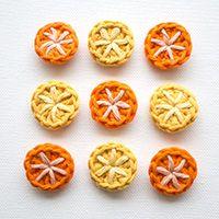 """Quick Tip: Make a Set of Cool Crochet Buttons (http://craft.tutsplus.com/tutorials/crochet/quick-tip-make-a-set-of-cool-crochet-buttons/"""">craft.tutsplus.coma)"""