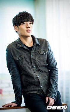 Kang Ha Neul - luscious....... Korean Male Actors, Asian Actors, Korean Celebrities, Korean Men, Celebs, Really Hot Guys, Cute Guys, Asian Boys, Asian Men
