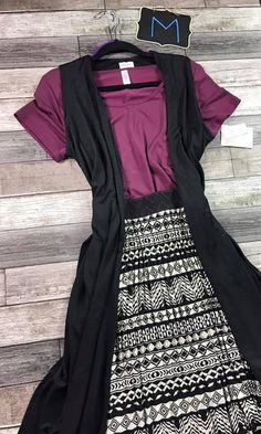 Look at this stunning Lularoe outfit from @lularoebobbiesdreamers! To purchase, visit their Facebook group at https://www.facebook.com/groups/lularoebobbiesdreamers/
