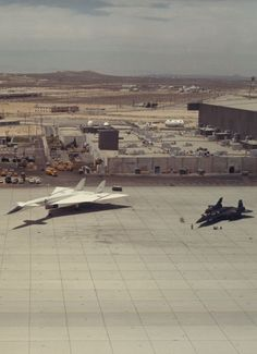 Experimental Planes - Mach 3's. Pretty big difference in size - XB-70 Valkyrie meets SR-71 Blackbird.