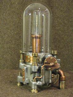 Lampe électrique avec verre et métaux recyclés. Steampunk