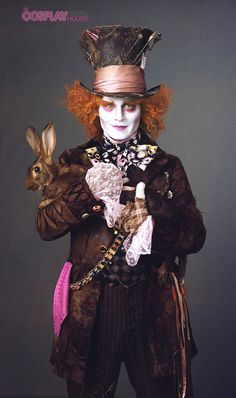 "Yet another very cool photo featuring Johnny Depp as The Mad Hatter in the upcoming film ""Alice in Wonderland"" by director Tim Burton (Frankenweenie) and Colleen Atwood, Johnny Depp Mad Hatter, Tim Burton, Comment Se Déguiser Pour Halloween, Lewis Carroll, Costume Lapin, Mary Ellen Mark, Fangirl, Alice In Wonderland Costume"