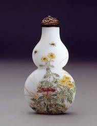 YANGZHOU, WHITE DOUBLE GOURD, INSECTS & PLANTS    Date: 1770-1850    Height: 65 mm