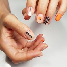 "If you're unfamiliar with nail trends and you hear the words ""coffin nails,"" what comes to mind? It's not nails with coffins drawn on them. It's long nails with a square tip, and the look has. Nail Art Designs, Short Nail Designs, Minimalist Nails, Diy Nails, Cute Nails, Pretty Nails, Design Ongles Courts, Nagellack Trends, Manicure E Pedicure"