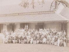 Siswa Sekolah Dokter Djawa (Medical School) Hospitaalweg di Batavia - Tahun 1902 (Bimbim Blues DDS: April 2011)