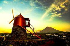 Moinho de vento tradicional - Ilha do Pico, Açores.