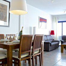 Villa for rent in Lanzarote. Amplio y luminoso salón-comedor #lanzarote #canarias #islascanarias #canaryislands #spain #kanarischeninseln #villas #holidayrentals #ferienwohnung