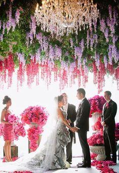 Veja as mais belas referências de decoração de casamento com tons de rosa. São 84 fotos para se inspirar.