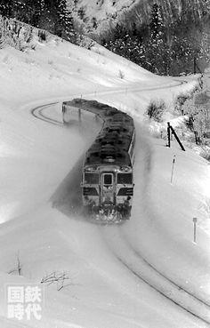 キハ82形「おおとり」石北本線生田原ー常紋信号場(75-2-23) Grey Wallpaper Iphone, Locomotive, The Locals, Train, Japan, Black And White, Outdoor, Outdoors, Zug