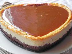 Prajitura cu branza si topping de caramel Healthy Desserts, Dessert Recipes, Caramel Cheesecake, Romanian Food, Vegan Meal Prep, Vegan Thanksgiving, Vegan Kitchen, Sweet Tarts, Biscuit
