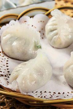 Chinese Fun Guo Displayed at Morning Dim Sum Steamed Dumplings, Chinese Dumplings, Steamed Buns, Dumpling Recipe, Shrimp Dumplings, Cooking Dumplings, Appetizer Dishes, Appetizer Recipes, Appetizers