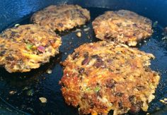 Spicy black bean burgers recipe - vegan and vegetarian, made with black beans, green chillies, red onion and rolled oats. Great recipe for dinner! Great Recipes, Vegan Recipes, Dinner Recipes, Favorite Recipes, Black Bean Burgers, Vegan Baking, Vegan Food, Coriander, Black Beans