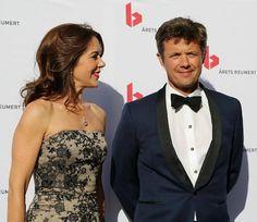 Le prince héritier Frederik et la princesse héritière Mary de Danemark ont assisté aux remise de prix de théâtre, les «Arets Reumert» 2014, au théâtre royal de Copenhague. (Merci à Agnès pour ce reportage)