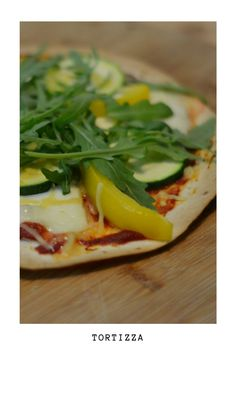 Tortizza is a healthy pizza made from a tortilla. You can use your favorite pizza toppings to make this tortizza, or tortilla pizza. Healthy Tortilla, Tortilla Pizza, Tortilla Wraps, Healthy Pizza, Healthy Eating, Vegetarian Recipes Dinner, Dinner Recipes, Healthy Recipes, Calories Pizza