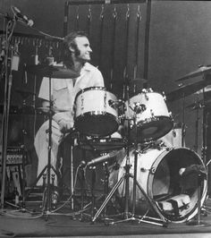 Phil Collins, Genesis, Paris, February 1974 (Melody Show). Peter Gabriel, Smooth Jazz, Music Pics, Music Love, Banks, Phill Collins, Genesis Band, Vintage Drums, Greatest Rock Bands