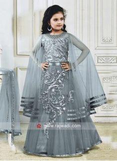 Girls Frock Design, Baby Dress Design, Kids Frocks Design, Baby Girl Dress Patterns, Baby Frocks Designs, Simple Pakistani Dresses, Indian Gowns Dresses, Indian Fashion Dresses, Girls Fashion Clothes