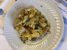 Ovos Mexidos com Bacalhau, Batatas e Broa - Mexa até estarem fritos mas não muito!