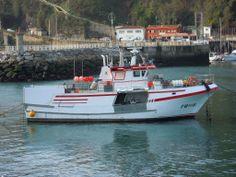 Barco en el Puerto. Lastres (Asturias)