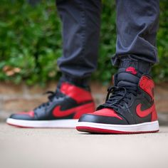 Jordan 1 Banned today....#jordan1 #jordan1banned Pictures Of Jordans, Nike Shoes, Sneakers Nike, Men's Fashion, Fashion Outfits, Mens Clothing Styles, Shoe Game, Hypebeast, Ds