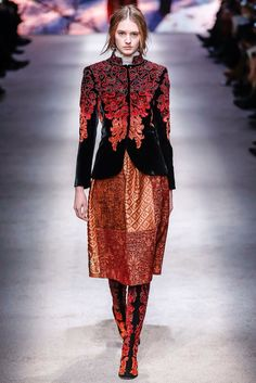 See the complete Alberta Ferretti Fall 2015 Ready-to-Wear collection.