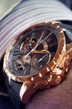 Men's Accessories Roger Dubuis manufacture in Geneva. Mens Watch