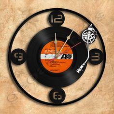 Wall Clock Turntable Vinyl Record Clock Upcycled Gift Idea op Etsy, 28,00€