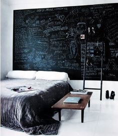 I don't necessarily want a chalkboard headboard, but I would love a chalkboard wall in the living room or dining room. A space for friends to leave comments and funny drawings. Blackboard Wall, Chalk Wall, Chalkboard Paint, Chalk Board, Black Chalkboard, Chalk Paint, Magnetic Paint, Elle Decor, Hipster Rooms