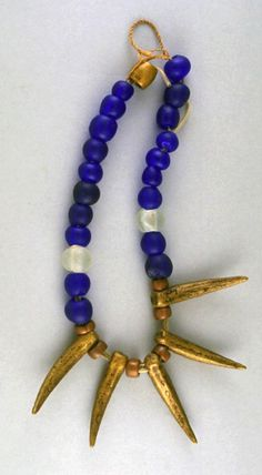 Liberia | Necklace from the Dan people | Brass, glass beads and palm fiber | ca. 1933