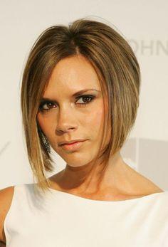 kinnlang geschnittener Bob, Victoria Beckham, vorne lang, hinten kurz, glatte kastanienbraune Haare