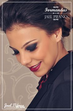 Olhos negros! Make clássico, chic e marcante! Formanda de personalidade. #formatura #makeup #smokeyeyes #redlips #redlipstick #prom