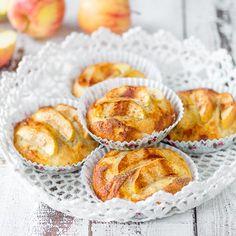 Kaneliset omenalohkot maistuvat mehevien vuokapullien päällä. Leivo syksyllä!