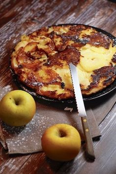 Preparation: 10 min Cooking: 20 min For 4 people: g of flour eggs g of powdered sugar cl of milk g of butter -The juice of 1 small lemon pinches of cinnamon apples -Neutral oil -Ice sugar Peel, seed the apples, … Crepe Recipes, Quick Recipes, Apple Recipes, Sweet Recipes, Köstliche Desserts, Delicious Desserts, Dessert Recipes, French Desserts, Cooking Bread