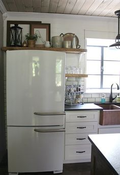 DIY Farmhouse Kitchen Makeover: All the Details - Refrigerator - Trending Refrigerator for sales. - DIY Farmhouse Kitchen Makeover: All the Details Christinas Adventures Modern Farmhouse Kitchens, Farmhouse Kitchen Decor, Kitchen Redo, New Kitchen, Home Kitchens, Kitchen Dining, Kitchen Modern, Kitchen Cabinets, Country Farmhouse