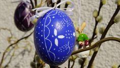 Ei im Blaudruck-Stil mit graphischem Muster