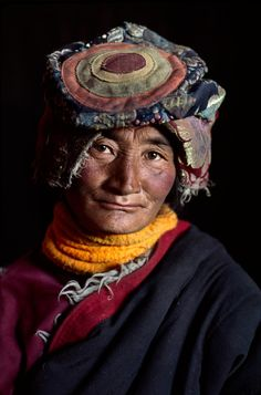 Faces of Tibet - Strength in Weakness by photographer Steve McCurry Steve Mccurry, Lhasa, We Are The World, People Around The World, Costume Ethnique, Professional Portrait Photography, World Press Photo, Eric Lafforgue, Beauty Around The World
