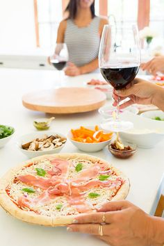 The perfect summer pizza party with friends