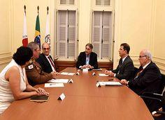 Pimentel discute sobre segurança nos presídios http://www.passosmgonline.com/index.php/2014-01-22-23-07-47/geral/9665-pimentel-se-reune-com-representantes-da-seguranca-publica