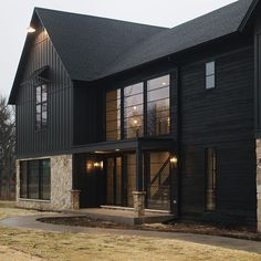 When exploring various farmhouse exterior ideas, it is necessary to remember there are different stages with a residence exterior transformation. zu Trendy Farmhouse Exterior Home Design Ideas PinSie können me Metal Building Homes, Building A House, Black Building, Architecture Renovation, Casas The Sims 4, Charred Wood, Modern Farmhouse Exterior, Farmhouse Decor, Barn House Plans