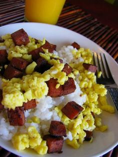 This SPAM musubi recipe is an easy Hawaiian style snack that's as simple as it is delicious. Perfect for snacking on the go! Spam Recipes, Egg Recipes, Clean Eating Recipes, Pork Recipes, Cooking Recipes, Spam Breakfast Recipe, Breakfast Recipes, How To Cook Spam, Food Crush