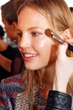 The newest trend in contouring—tontouring—uses sunless tanner to lend a chiseled effect.