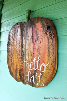 40 Gorgeous Fall DIY Porch Decor Ideas - This Tiny Blue House Glam up your porch this fall with these 40 gorgeous fall DIY porch decor ideas. These stunning porch ideas are guaranteed to make your porch stand out! Diy Halloween, Moldes Halloween, Rustic Halloween, Halloween Signs, Fall Wood Crafts, Pumpkin Crafts, Primitive Fall Crafts, Primitive Autumn, Dyi Crafts