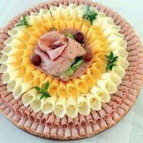 Cold plate - Food and Drink Meat And Cheese Tray, Meat Trays, Meat Platter, Food Trays, Meat Appetizers, Appetizers For Party, Appetizer Recipes, Deli Platters, Cheese Platters