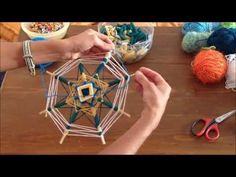Weaving Projects, Craft Projects, Projects To Try, Diy Arts And Crafts, Handmade Crafts, Dream Catcher Mandala, Gods Eye, Passementerie, Idee Diy