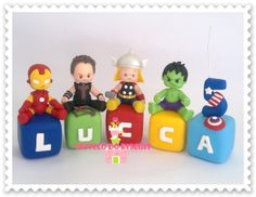 CUBO PERSONALIZADO em BISCUIT Tamanho cubo: 5x5cm FEITO SOB ENCOMENDA… Cute Polymer Clay, Polymer Clay Creations, Superhero Cake, Pasta Flexible, Clay Dolls, Cake Toppings, Cold Porcelain, Clay Art, Gum Paste