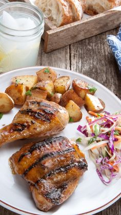 Are you ready to start grilling? Try this amazing recipe for marinated grilled chicken! Foil Pack Dinners, Foil Packet Meals, Marinated Grilled Chicken, Grilled Chicken Recipes, Grilling Recipes, Cooking Recipes, Turkey Recipes, Food Hacks, Main Dishes