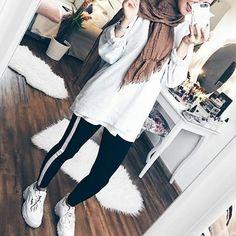 Si tu cherches des photos pour ta chronique t'es au bonne endroit. Ic… #nouvelle # Nouvelle # amreading # books # wattpad Ootd Hijab, Hijab Wear, Hijab Chic, Hijab Outfit, Modern Hijab Fashion, Muslim Fashion, Women's Fashion, Muslim Girls, Muslim Women