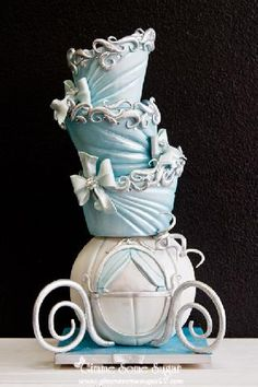 Cinderella wedding cake #pintowin #napoleonperdis